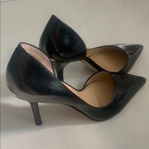 Michael Kors Black Pointy Toe Pumps / Size 7.5M